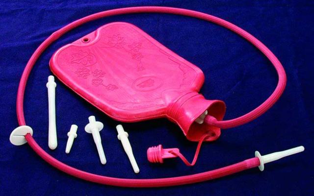 Клизма для очищения кишечника в домашних условиях